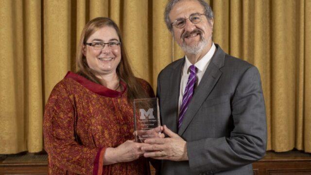 President Schlissel presents award to Sandra Wiley